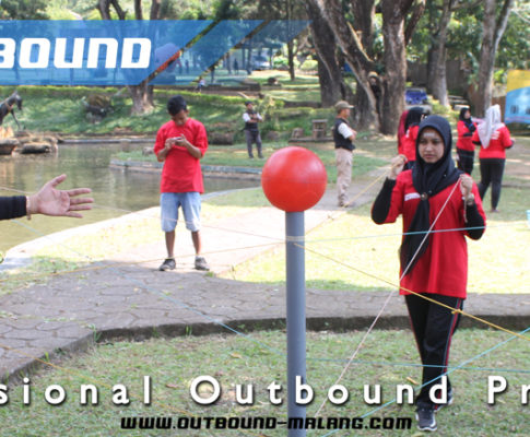 082131472027, Outbound Team Building Activities, Outbound Team Building Program, Time Bom Adalah Game Outbound yang Melatih Kesabaran
